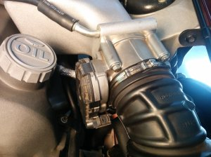 Throttle body on Aston Martin DB9