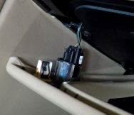 Electrical Connection for Glove Box Release on an Aston Martin DB9