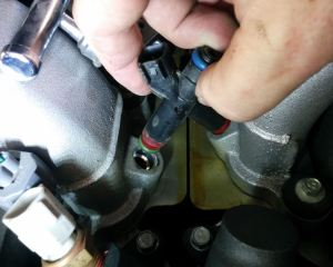 removing-a-fuel-injector-on-an-aston-martin-db9