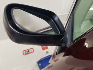 bottom-view-of-an-aston-martin-db9-wing-side-mirror